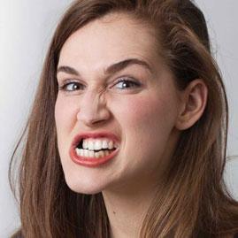 برای کسانی که دندان قروچه می کنند پرسلین ونیر بهتر است یا لومینیرز؟