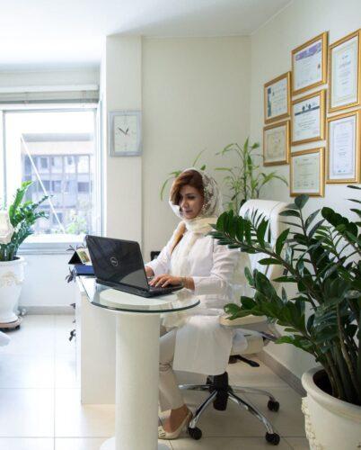 دکتر روشنک غفاری