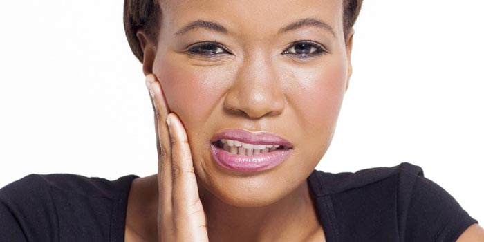 آبسه دندان: درمان عفونت لثه با حذف عفونت باکتریایی و جراحی