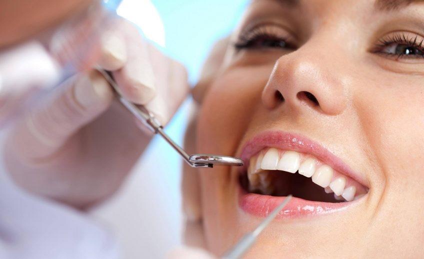 بهترین دکتر دندانپزشک در تهران: انجام خدمات ترمیمی و پیشگیرانه