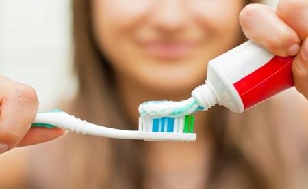 علت و درمان حساسیت دندانی و تیر کشیدن دندان های حساس