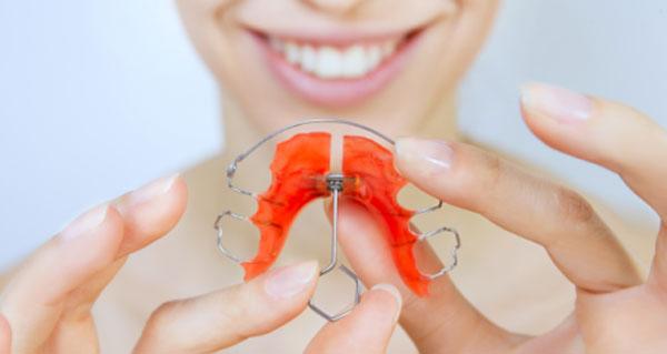 دستگاههای فانکشنال ارتودنسی (ثابت و متحرک) برای درمان جلو بودن فک